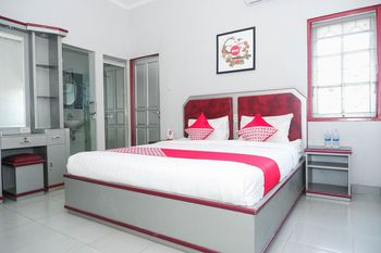 OYO 1284 Executive Residence Semarang - Deluxe Double Room Regular Plan