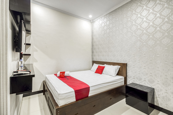 RedDoorz Syariah near Bandara Adisucipto Yogyakarta Yogyakarta - RedDoorz Deluxe Room LM 1