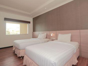 Kuraya Residence Bandar Lampung - Standard Twin Room Regular Plan