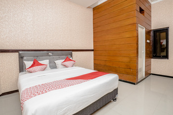 OYO 564 Bunga Matahari Guest House and Hotel Malang - Standard Double Room Regular Plan
