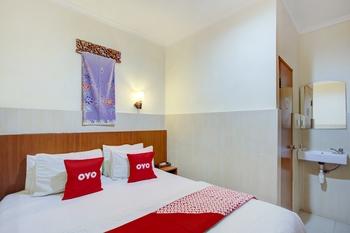 OYO 4011 58 Guesthouse Tangerang Selatan - Deluxe Double Room Regular Plan