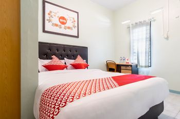 OYO 1184 Aladinmar Medan - Standard Double Room Regular Plan