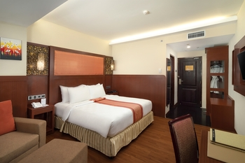 Best Western  Makassar - Deluxe Double Smoking Room Only Promo Stay HEPI