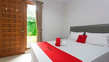RedDoorz Plus near Cilandak Town Square 2 Jakarta - RedDoorz Room with Breakfast Regular Plan
