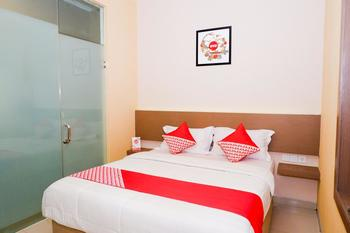 OYO 379 Grand Mundu Semarang - Standard Double Room Regular Plan