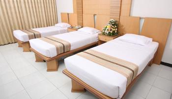 Kusuma Agrowisata Batu - Superior Room Triple With Double Bed Breakfast Include Regular Plan