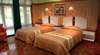 Kusuma Agrowisata Batu - Superior Cottage Twin Breakfast Include  Regular Plan