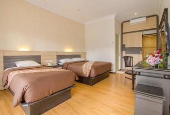Kusuma Agrowisata Batu - Superior Room Triple With Double Bed Breakfast Include Regular Plan