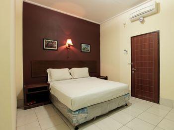 Hotel Sebelas Syariah Bandung - Deluxe Double Regular Plan