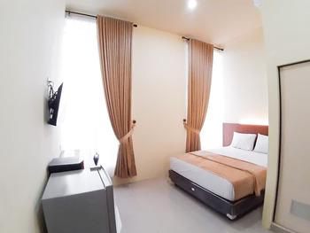 RedDoorz Syariah near Transmart Jambi 2 Jambi - RedDoorz Premium Room Special Deals