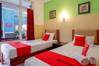 RedDoorz @ Prawirotaman Yogyakarta - RedDoorz Deluxe Twin Room 24 Hours Deal