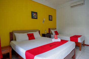 RedDoorz @ Prawirotaman Yogyakarta - RedDoorz Family Room 24 Hours Deal
