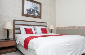 RedDoorz Plus near Bandung Indah Plaza Citarum - RedDoorz Deluxe Twin Regular Plan
