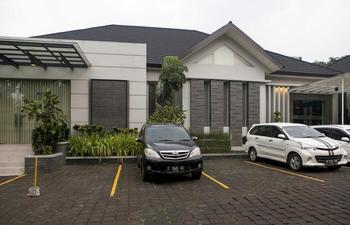 RedDoorz Plus near Bandung Indah Plaza