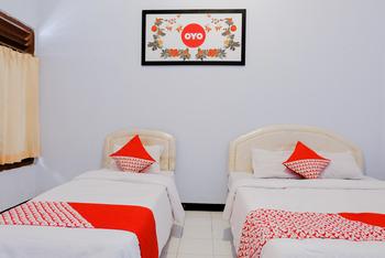 OYO 421 Alianda Guest House Syariah Malang -  Deluxe Twin Room Regular Plan