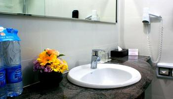 Sunlake Hotel Jakarta - Deluxe King Room, Room Only For 1 Person save 15%