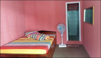 Pasir Putih Guesthouse Maluku Tengah - Double Room Regular Plan