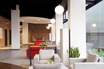 Maxonehotels sukabumi booking murah mulai rp289 256 for Balcony hotel sukabumi