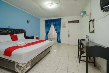 RedDoorz Syariah near Jalan Asahan Pematang Siantar Pematangsiantar - RedDoorz Family Room Basic Deal