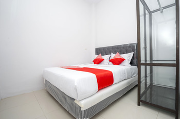 OYO 2210 Star One Guest House Samarinda - Standard Double Room Regular Plan