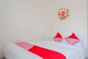 OYO 1176 J3 Residence Syariah Jember - Standard Double Room Regular Plan