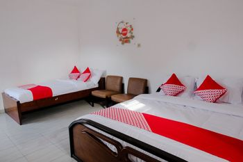 OYO 1176 J3 Residence Syariah Jember - Standard Family Room Regular Plan