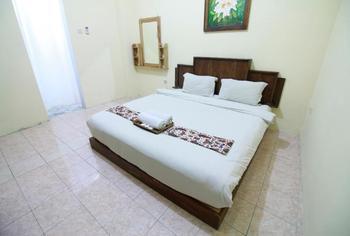 Larasati Guest House Yogyakarta - Standard Room Regular Plan