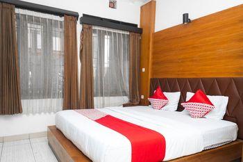 OYO 681 Wisma Family Raya Bandung - Deluxe Double Room Regular Plan