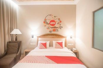 OYO 241 Ndalem Nuriyat Yogyakarta - Deluxe Double Room Regular Plan