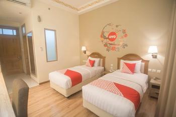 OYO 241 Ndalem Nuriyat Yogyakarta - Standard Twin Room Regular Plan