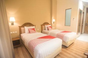 OYO 241 Ndalem Nuriyat Yogyakarta - Deluxe Twin Room Regular Plan