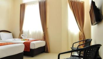 Hotel Mongonsidi Padang - Deluxe Twin Room Only Regular Plan