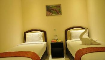 Hotel Mongonsidi Padang - Superior Twin Room Only Regular Plan