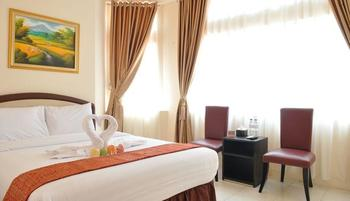 Hotel Mongonsidi Padang - Deluxe King Room Only Regular Plan