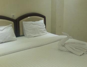 Hotel Mongonsidi Padang - Superior King Room Only Regular Plan