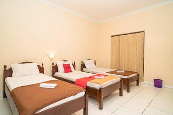 RedDoorz near Kusumanegara Area Yogyakarta - RedDoorz Triple Room KETUPAT
