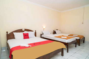 RedDoorz near Kusumanegara Area Yogyakarta - RedDoorz Family Room KETUPAT