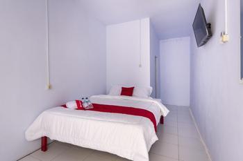 RedDoorz Syariah @ Bondowoso City Center Bondowoso - RedDoorz Room Regular Plan