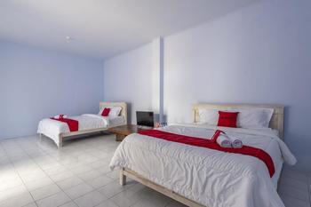 RedDoorz Syariah @ Bondowoso City Center Bondowoso - RedDoorz Famliy Room Regular Plan