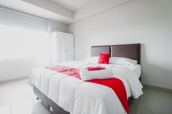 RedDoorz Apartment near Summarecon Mall Serpong Tangerang - RedDoorz Room With Breakfast Regular Plan