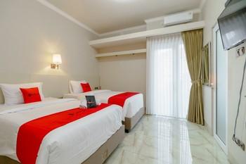 RedDoorz near Taman Makam Pahlawan Cikutra Bandung - RedDoorz Twin Room Regular Plan