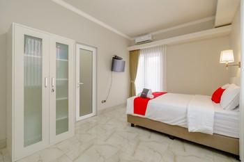 RedDoorz near Taman Makam Pahlawan Cikutra Bandung - RedDoorz Deluxe Room Regular Plan