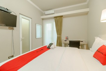 RedDoorz near Taman Makam Pahlawan Cikutra Bandung - RedDoorz Deluxe Room with Breakfast Regular Plan