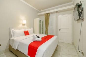 RedDoorz near Taman Makam Pahlawan Cikutra Bandung - RedDoorz Room 24 Hours Deal