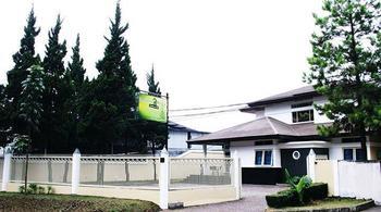 Rumah Pinus Guesthouse