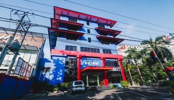 RedDoorz Plus near Mall Ratu Indah 2