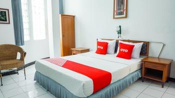 OYO 2012 Wisma Nusa Indah Bandung - Deluxe Double Room Regular Plan