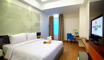 Golden Tulip Essential Makassar Makassar - Deluxe Queen With Breakfast Regular Plan