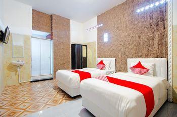OYO 1277 Pondok Damai Syariah Yogyakarta - Standard Twin Room Regular Plan