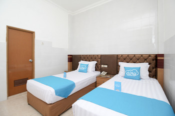 Airy Tegalsari Kedungsari 109 Surabaya - Deluxe Twin Room Only Regular Plan